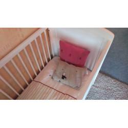 lit bébé en bois blanc...